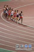图文:田径亚锦赛男子5000米 中国选手被超越