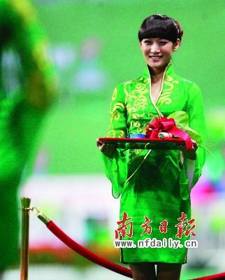 亚运会礼仪小姐惊艳亮相。