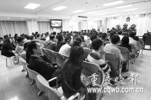法庭现场座无虚席   记者 杨帆 摄