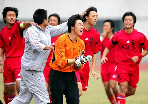 北京宏登球员欢呼庆祝晋级