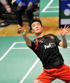 图文:香港羽球赛1/8决赛赛况 杜鹏宇在比赛中