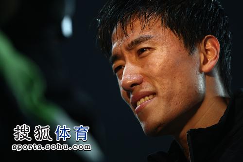 图文:刘翔成就亚锦赛三冠王 飞人一脸轻松