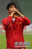 图文:刘翔成就亚锦赛三冠王 飞人眼神坚定