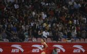 图文:亚锦赛女子4x100米接力 蒋兰掉棒失落