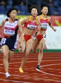 图文:亚锦赛女子4X100米接力 蒋兰陈珏交接