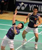 图文:香港羽球赛1/4决赛战况 于洋跃起扣杀