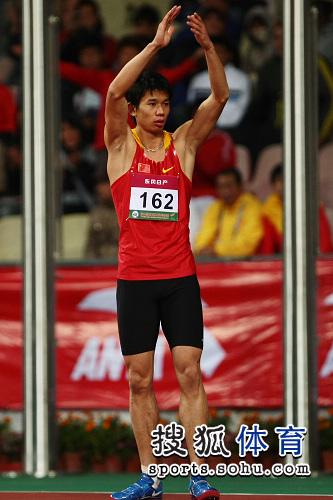 图文:亚锦赛男子跳高 黄海强为自己鼓掌