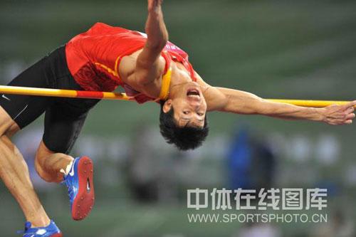 图文:亚锦赛男子跳高 黄海强在比赛中