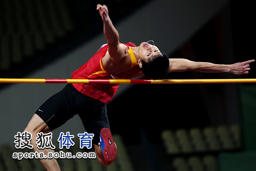 图文:亚锦赛男子跳高 黄海强张开双臂