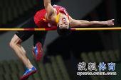 图文:亚锦赛男子跳高 黄海强正在过杆