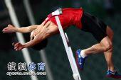 图文:亚锦赛男子跳高 黄海强过杆瞬间