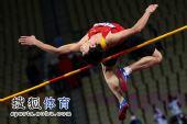 图文:亚锦赛男子跳高 黄海强鱼跃过杆