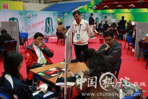 电子体协与上海队在混合团体赛中