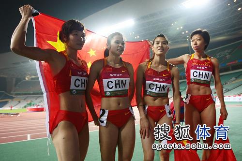 图文:亚锦赛女子4x400米接力 中国四朵金花