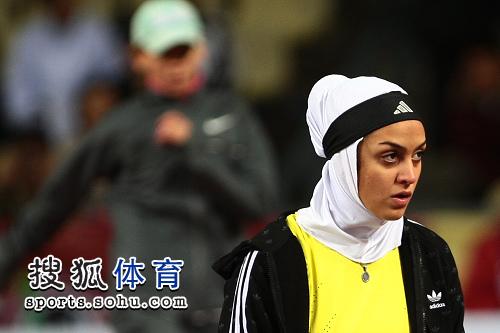 图文:亚锦赛赛场频现丽影 西亚美女全副武装