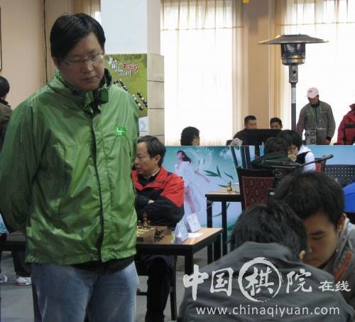叶江川一直关注着棋手的表现