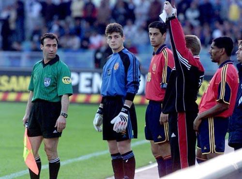 2000年6月3日,与瑞典队比赛演处子秀