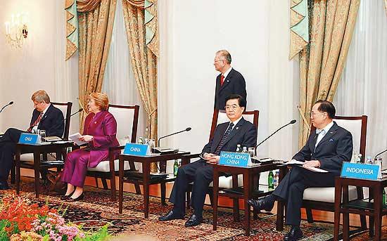 胡锦涛出席APEC第17次领导人非正式会议图片