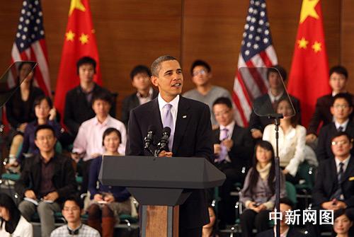 11月16日,美国总统奥巴马在上海科技馆与中国青年进行对话。中新社记者 汤彦俊摄