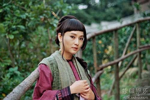 孔琳饰演胡寡妇