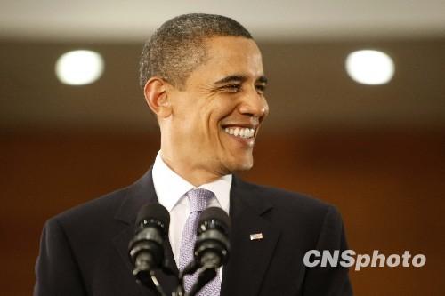 11月16日,美国总统奥巴马在上海科技馆与中国青年交流。图为奥巴马发表演讲。 中新社发 盛佳鹏 摄