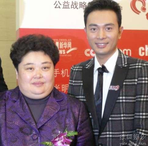 中国红十字基金会副理事长江丹和金毅在活动中