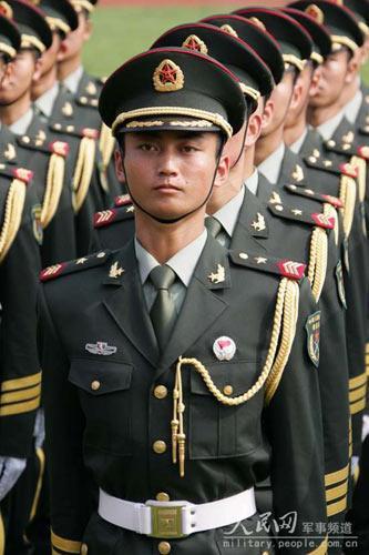 放军总参 今年退役士兵07式军服将收回图片