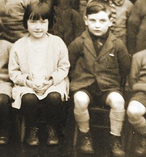 小学时的吉姆和莫伊拉。