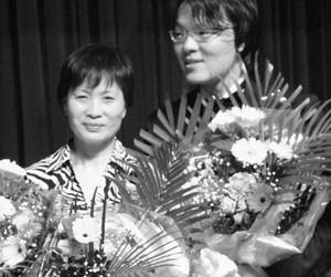 吴纯与妈妈下周到广州。