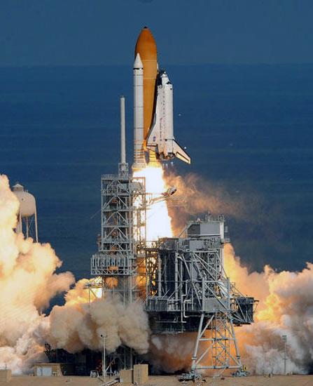 飞机于美东时间十六日二时二十八分在佛罗里达州肯尼迪航天中心发射升