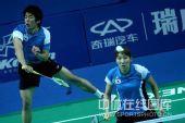 图文:李龙大/李孝贞2-0晋级 李龙大跳起扣杀