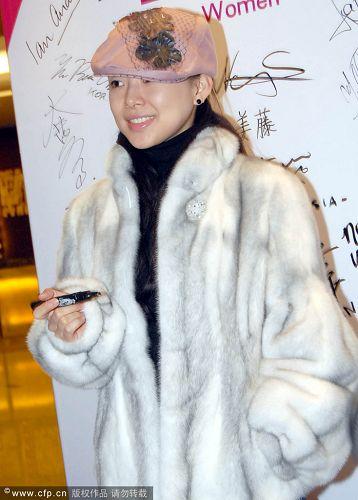 潘晓婷装扮时尚