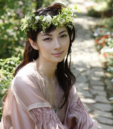 伊东美咲昨日在老家入籍 25日夏威夷举办婚礼