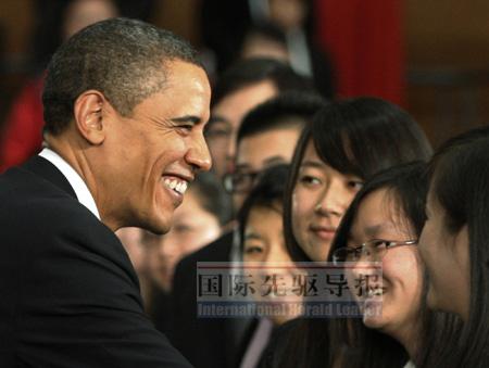 11月16日,奥巴马对中国青年施展魅力。路透社