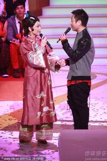 图:TVB万千星辉贺台庆 邓萃雯黎耀祥深情对唱