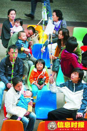 11月以来,广州流感病例呈上升趋势,儿童医院门诊量激增。信息时报记者 龙成关 摄