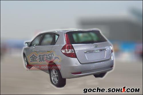 搜狐汽车获取的风神S30最新谍照