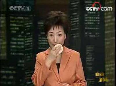 央视主持贺红梅补妆画面被播出(资料图片)-间谍门 虚假门 口误门 图片