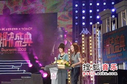 力扬与索妮一起担任颁奖嘉宾