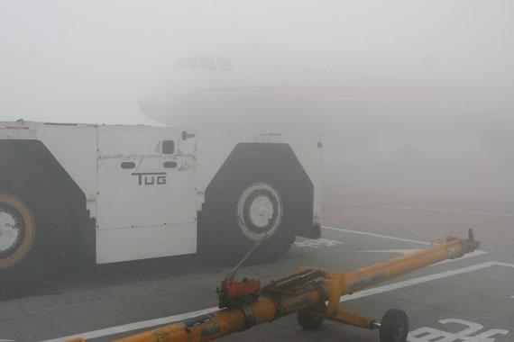 成都双流国际机场遭受今年入冬以来第三场大雾天气袭击