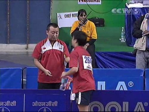 图文:乒乓球亚锦赛男单第二轮 教练面授机宜