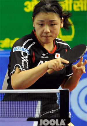 图文:乒乓球亚锦赛单项赛 石垣优香挥拍