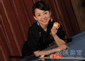 图文:潘晓婷写真风情万千 9球天后手握彩球