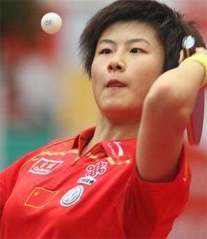 图文:亚洲乒乓球锦标赛女单1/4决赛 丁宁发球