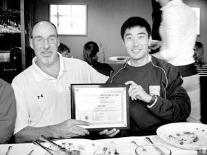 薛申(右)和他的美国老师马克   供图/薛申