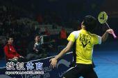 图文:郑在成李龙大卫冕男双 将球拍扔向观众