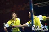 图文:郑在成李龙大卫冕男双 郑在成回球