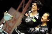 图文:决赛刘莎莎9-5胜科尔 赛后两人微笑合影