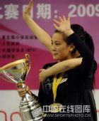图文:九球世锦赛刘莎莎夺冠 开心挥手致意