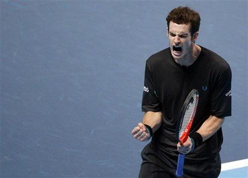 图文:ATP年终总决赛揭幕战 穆雷为自己加油